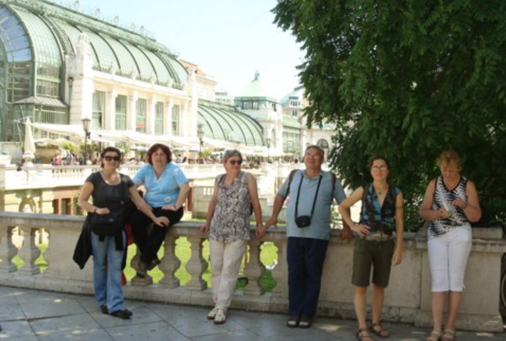 Členové Muzejního spolku v Třešti na výletě ve Vídni.