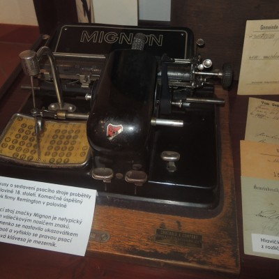 psací stroj mignon