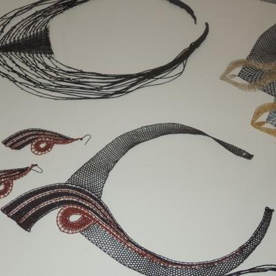 náhrdelníky a náušnice