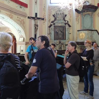 02-uvnitr-poutniho-kostelika
