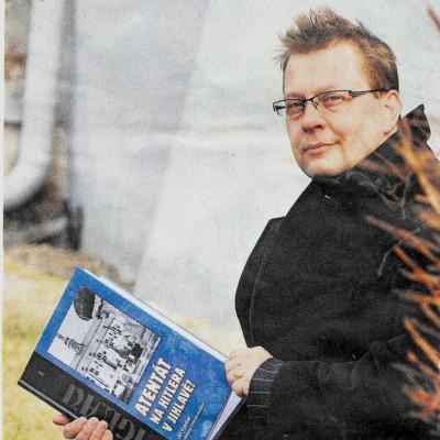 vybíhal s knihou