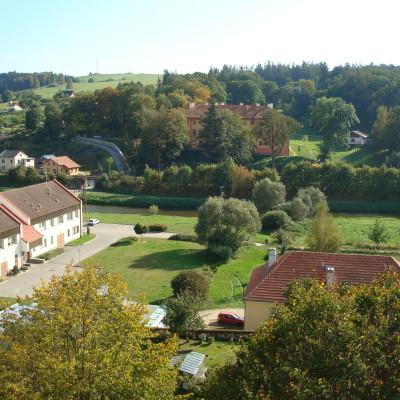 pohled na obec z věže