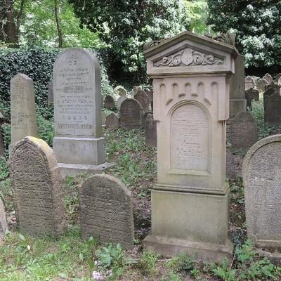 07 - hrob babičky G. Mahlera