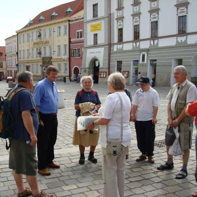 na náměstí s panem Hulem