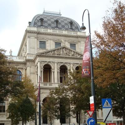 před vídeňskou univerzitou
