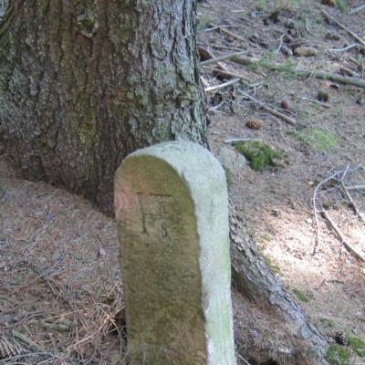 pamětní kámen nad Jezdovicemi