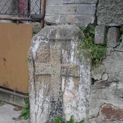 06 - křížový kámne v tarasu