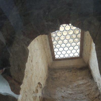 Zazděná okna z kaple