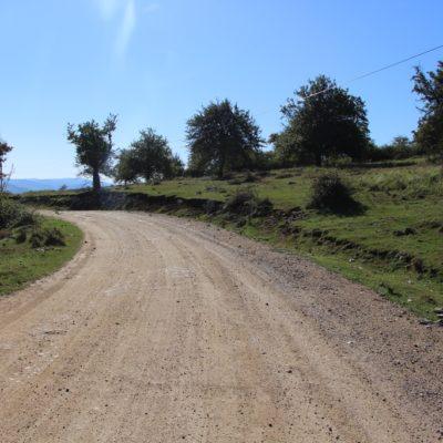 Příjezdová cesta do Gerníku