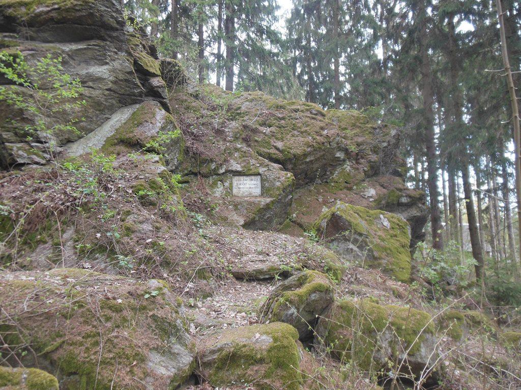 Velký kámen s pamětní deskou